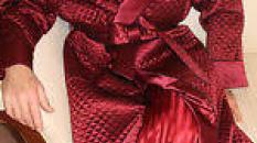 J'enfile ma robe de chambre rouge, et mon stylo file sur le papier...