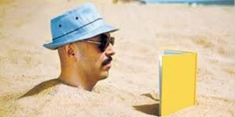 Dis moi comment tu bronzes, je te dirai ce que tu lis