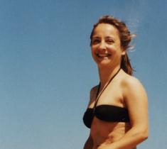 Colette Bacro sur une plage des Landes