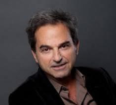 """Son roman auto-édité """"Bande de Français"""" raconte l'installation de juifs français à Tel-Aviv. Sélectionné parmi les 17 ouvrages cités pour le prix Renaudot."""